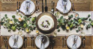 皿とテーブル