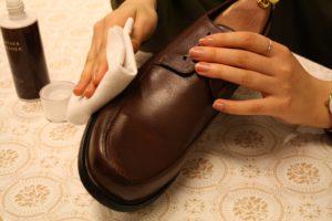 革靴のお手入れ手順3